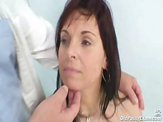 mature livie visiting her gyno doctor for