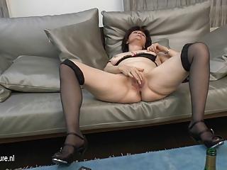 aged mom-next-door loves masturbating
