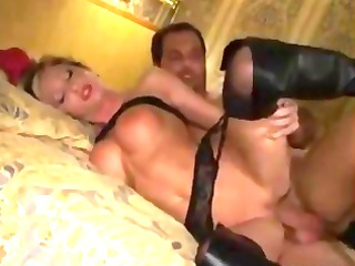 dilettante milf in leather boots gazoo fucking