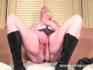 solo scene with aged rubbing snatch
