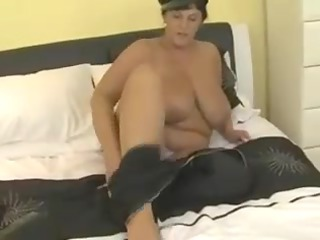 curvy boobed mother id like to fuck masturbating