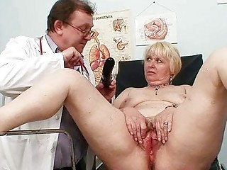 obese blond mom hirsute fur pie doctor exam