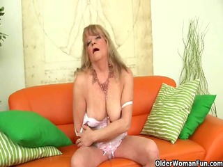 granny with saggy love bubbles fucks a huge dildo