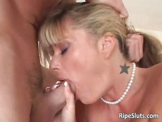 gorgeous blond mamma with large juggs blows part2