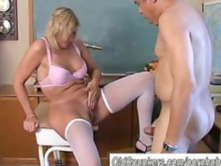 sexy cougar in nylons can to fuck