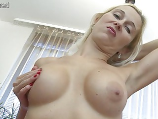 hot mother i shows off sexy body and has sex tool