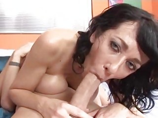 tigth wazoo brunette momma with big natural boobs