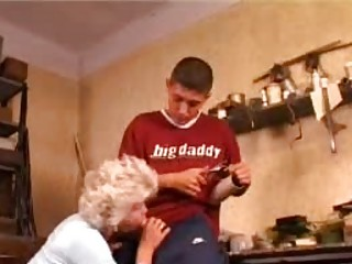 amateur granny getting anal drilled