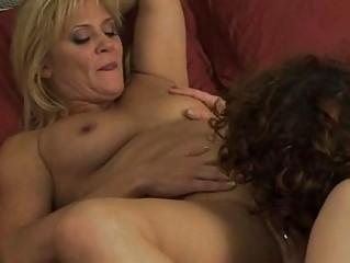 lesbian mommas have beauty on girl in bedroom
