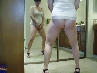 hei .. see my hot mum masturbating. stolen video