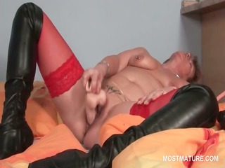snatch masturbation with sex toy for tattooed