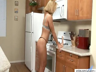 d like to fuck skillfully blows a vibrator