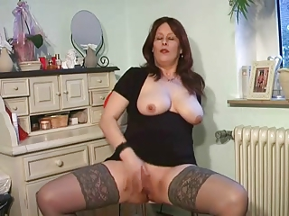breasty milf plays in lace top nylons