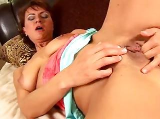 mature chelsea masturbating