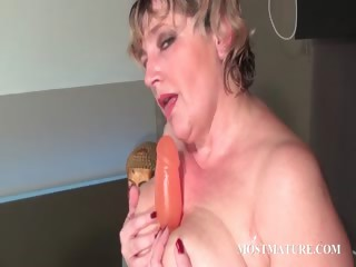 trashy aged dildoing pink love tunnel