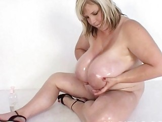 fat white mother i hoe shows off her mega sized