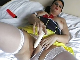 chic english mother i toys her used wet pussy