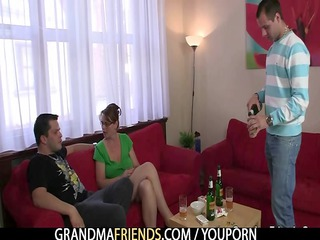 anal loving mom jumps on weenie