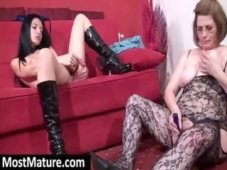 mature bitches masturbating