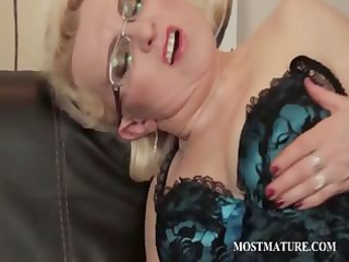 mature in nylons rubs pink twat