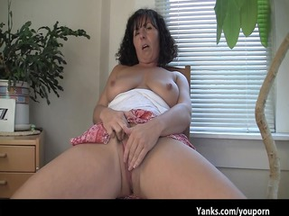 lynn, the mamma with super excellent tits