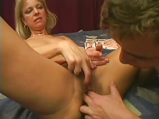 mamas pussy is so very hairy..