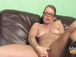 damn hawt white mature mommie used by bbc