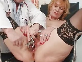 redhead granny bawdy fur pie stretching in gyn