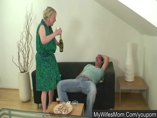 wife shops - her mama humps