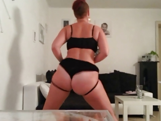 older pawg dance and slap her booty short