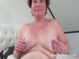aged hottie masturbates her twat in sofa