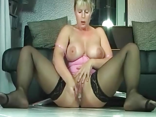 milf slit making it rain