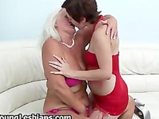 dark brown girl having lesbo sex part0