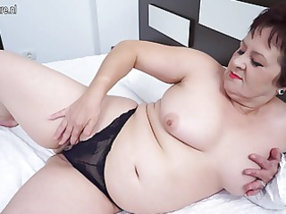 mature mamma still likes to work out that is pussy