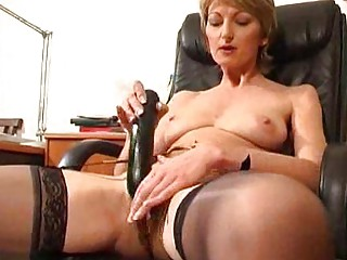 mature estelle lets watch her mom pussy