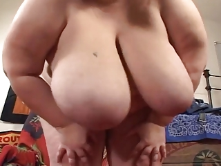biggest titted momma